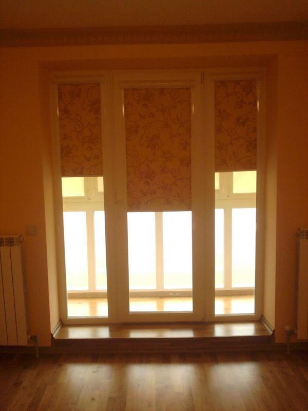 ярко желтые рулонные шторы для дверей - полуоткрыто